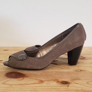 Naturalizer Lightner brown suede heels NEW size 9M